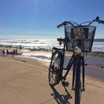 Levar a bicicleta para a praia em Lisboa