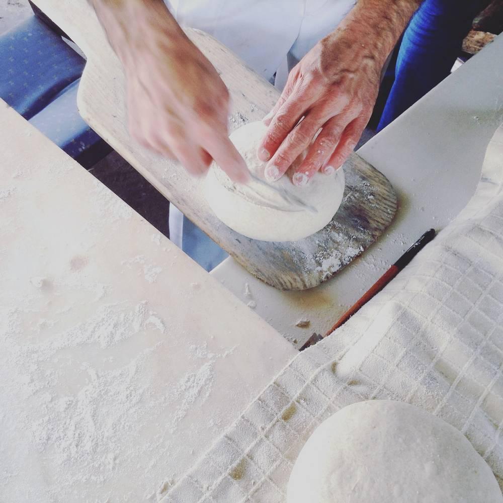Quinta dos 7 Nomes   Elaboração de pão caseiro de forno de lenha